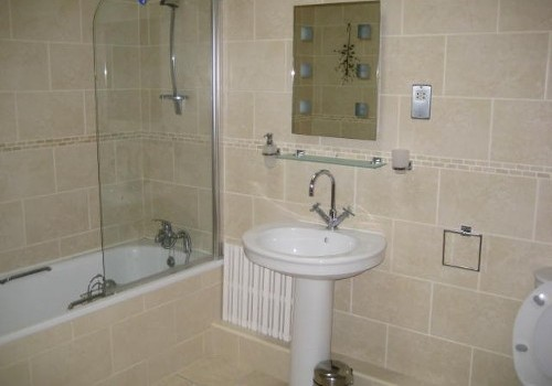 Photograph of bathroom at Hartys Quay Apartments